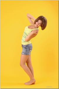http://img244.imagevenue.com/loc113/th_278861472_tduid300163_sandrinya_model_denimmini_teenmodeling_tv_021_122_113lo.jpg