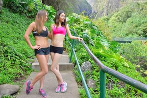 http://img244.imagevenue.com/loc216/th_558312144_Mary_and_Aubrey_Hawaii_II_Hiking_Lao_Valley_19_123_216lo.jpg