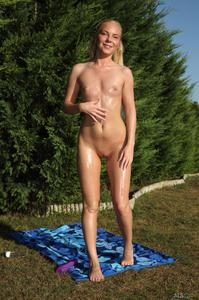 http://img244.imagevenue.com/loc26/th_371322160_tduid300163_ALS_Sweetener_Angie_Koks__Cayenne_medium_0055_123_26lo.jpg