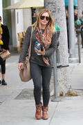 http://img244.imagevenue.com/loc394/th_347464426_Hilary_Duff_nail_salon6_122_394lo.jpg
