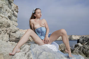 http://img244.imagevenue.com/loc458/th_019707187_tduid300163_SexArt_Kinida_Milena_D_high_0044_123_458lo.jpg