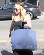 http://img244.imagevenue.com/loc472/th_102276893_Hilary_Duff_shopping_at_Intermix31_122_472lo.jpg