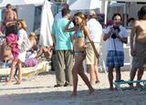 Miranda Kerr bikini beach in St Barts for photshoot - Jan 18, HQ Foto 379 (Миранда Керр Bikini Beach в Санкт-Бартелеми для photshoot - Jan 18, HQ Фото 379)