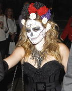 http://img244.imagevenue.com/loc530/th_419690328_Hilary_Duff_Goes_To_a_Halloween_Party25_122_530lo.jpg