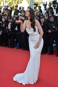 http://img244.imagevenue.com/loc557/th_939546875_Natalia_Oreiro_Killing_Them_Softly_Premiere8_122_557lo.jpg
