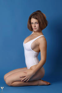 http://img244.imagevenue.com/loc578/th_364995815_tduid300163_silver_angels_Sandrinya_I_whiteswimwear_1_041_122_578lo.jpg